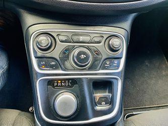 2015 Chrysler 200 Thumbnail