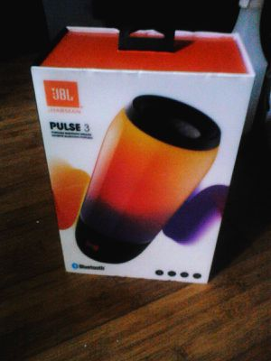 JBL PULSE 3 IN THE BOX. ONLY BEEN USED TWICE. LIKE NEW. for Sale in UT, US