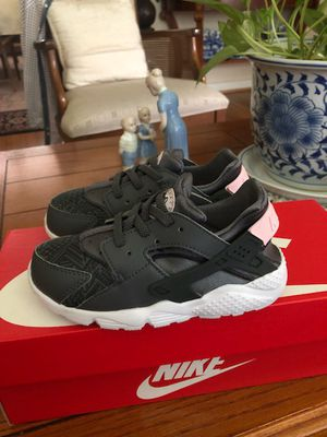 Nike huarache run SE shoes toddler sz10 grey/pink for Sale in Silver Spring, MD