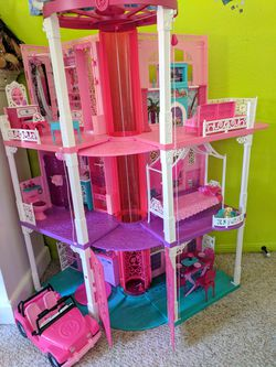 Barbie Dream House by Mattel: Dreamhouse w/ Elevator Thumbnail