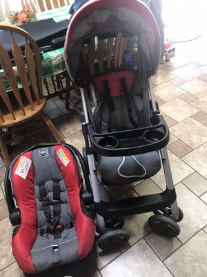 Photo Evenflo Car Seat Stroller Combination Expires 11/2/21. Grandparent Owned Smoke Free Home Like New