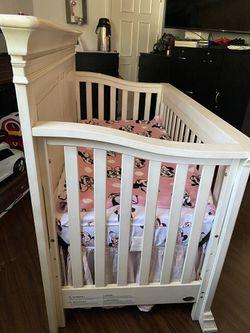 Baby crib + mattress Thumbnail