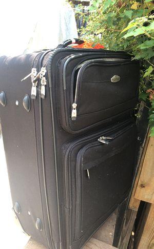 FREE Ricardo Suitcase 2 piece set for Sale in Washington, DC
