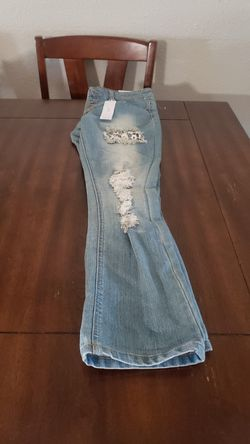 New rue 21 cropped jeans. Size 1 / 2 Thumbnail