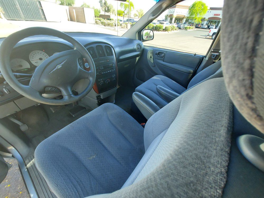 Runs Perfect 05 Chrysler Town And Country Similar To Sienna Odyssey Caravan