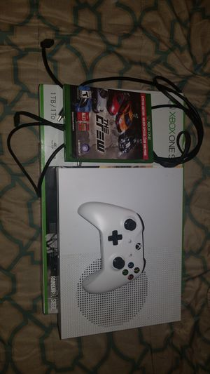 XBOX ONE S 1 TB WITH 4 GAMES LIKE NEW for Sale in Fort Lauderdale, FL