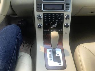 2008 Volvo V70 Thumbnail