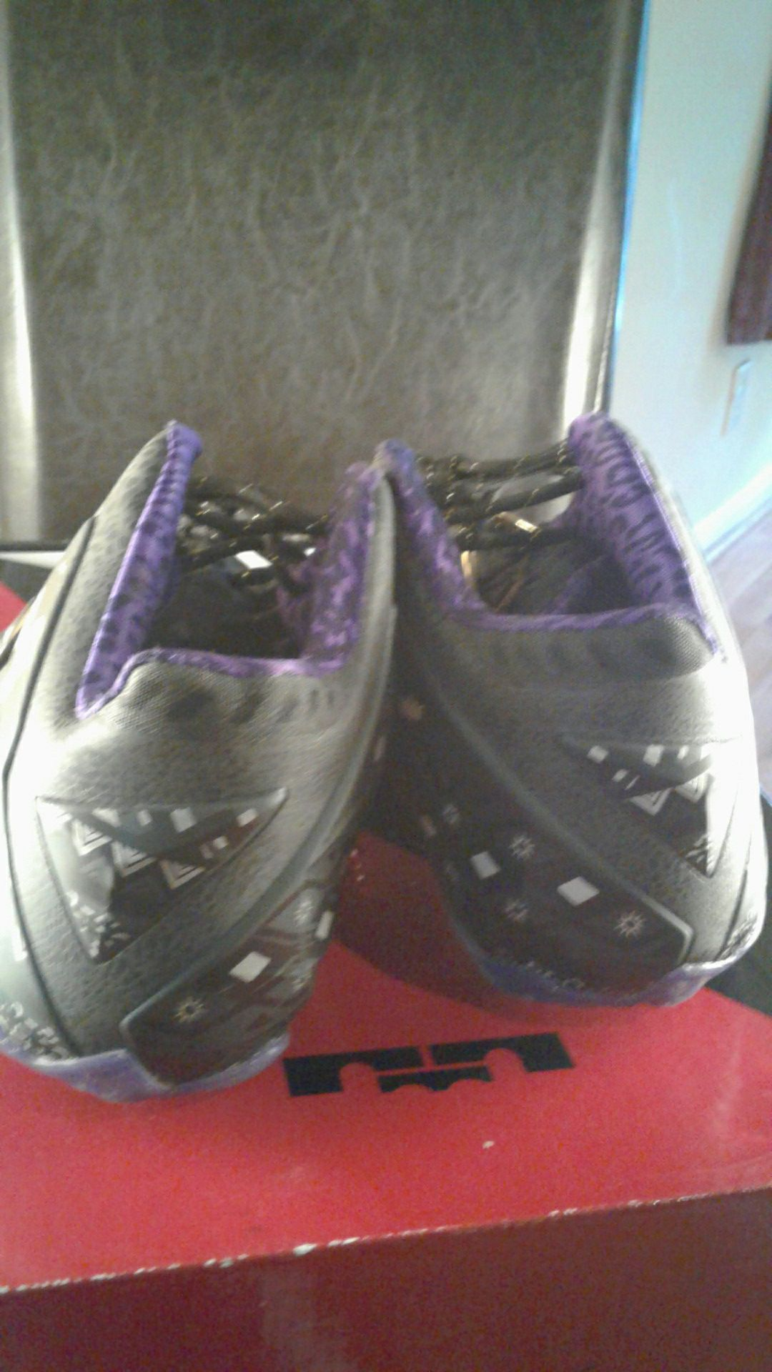 Lebron XI-BHM 11.5 Condition 9.9/10 Only worn once