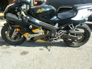 2000 kawasaki zx 7-R for Sale in Capitol Heights, MD