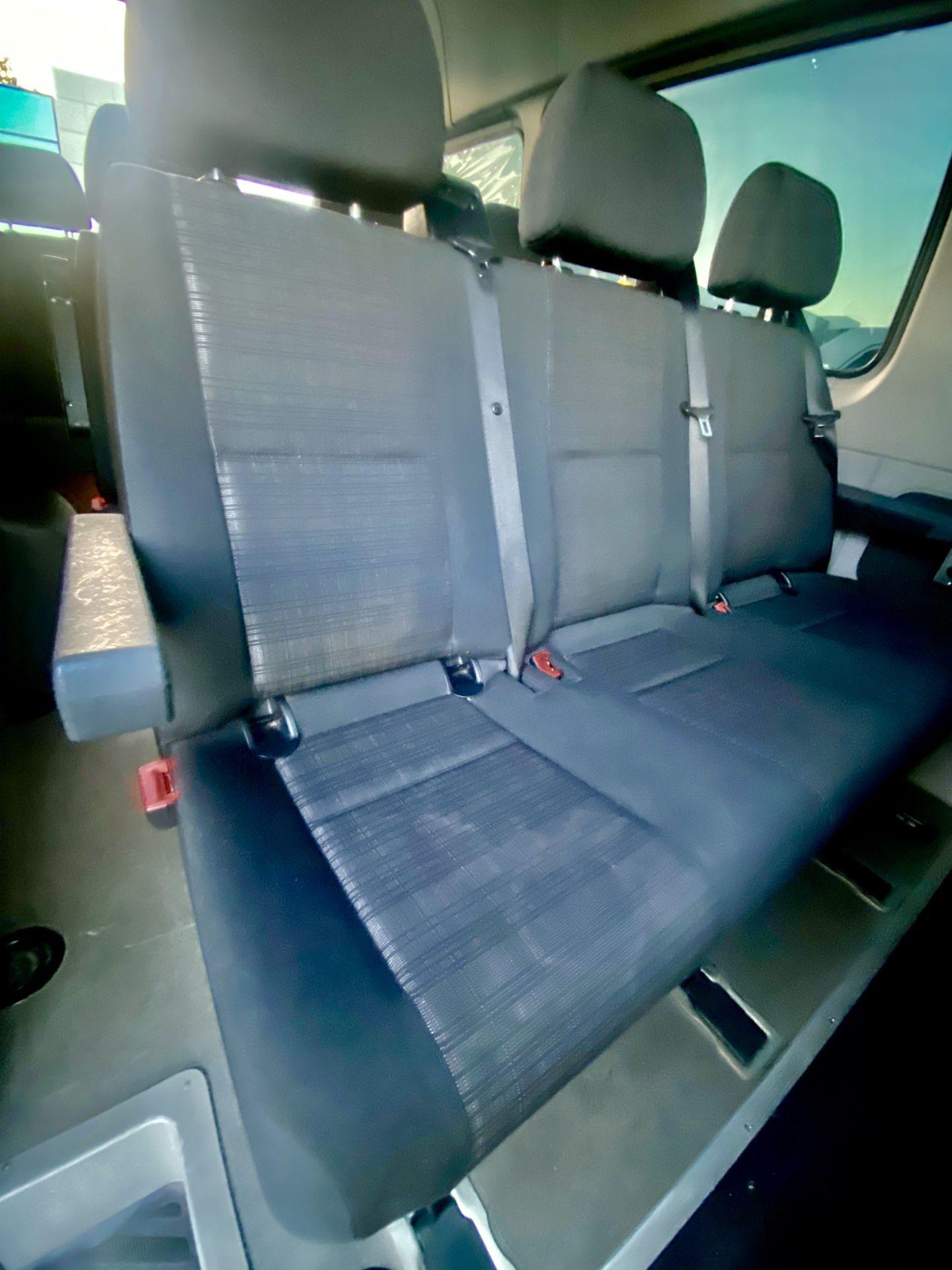 Cloth Seats Passenger Sprinter Van