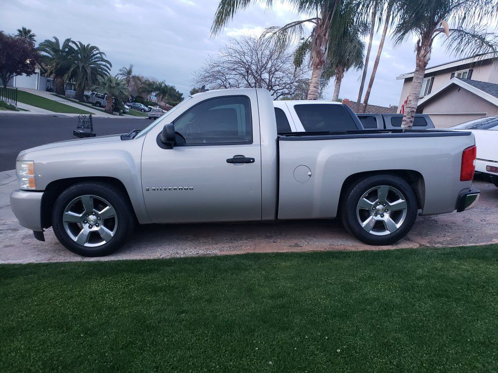 Photo 2008 chevy looking to trade for a 2 door tahoe