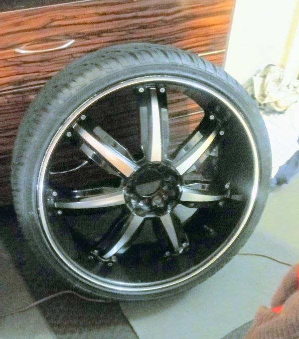 Set Of 4 Tires With 22 Inch Rims. For Sale In Lexington