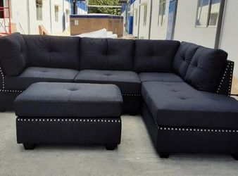 💕💕 SAME DAY and FAST DELIVERY 🚚🚚  BRAND NEW and IN BOX😍 Sienna Black Velvet Sectional With Storage Ottoman  Thumbnail