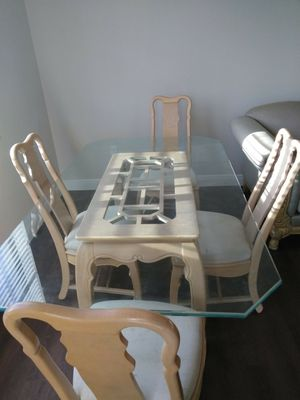 Dinning room table for Sale in Lauderhill, FL