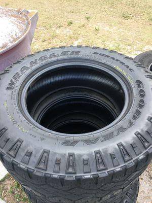 Photo Goodyear wrangler DURATRAC tires LT275/70/R18