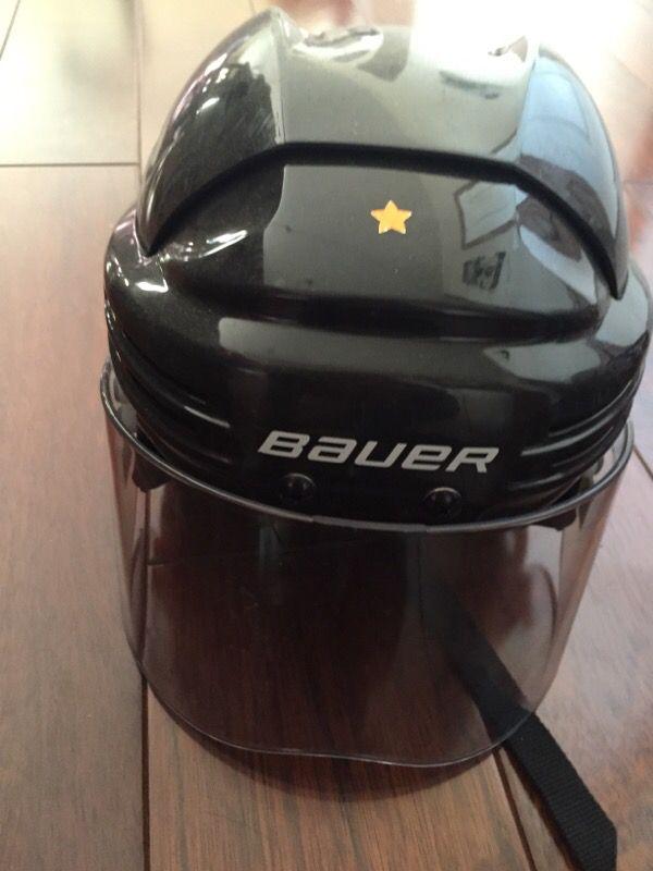 Boy hockey helmet size medium