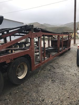 Photo Car carrier trailer car hauler trailer