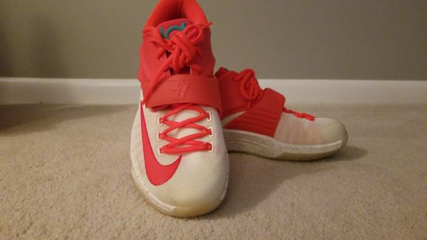 898252d1c77f Nike KD 7 Christmas Eggnog Size 8.5 Used. (Clothing   Shoes) in Stoughton