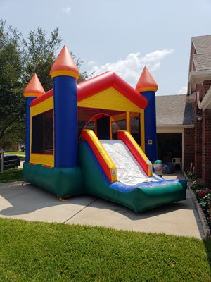 Vroof bouncy castle with dry slide - all day rental $150 for Sale in Katy, TX