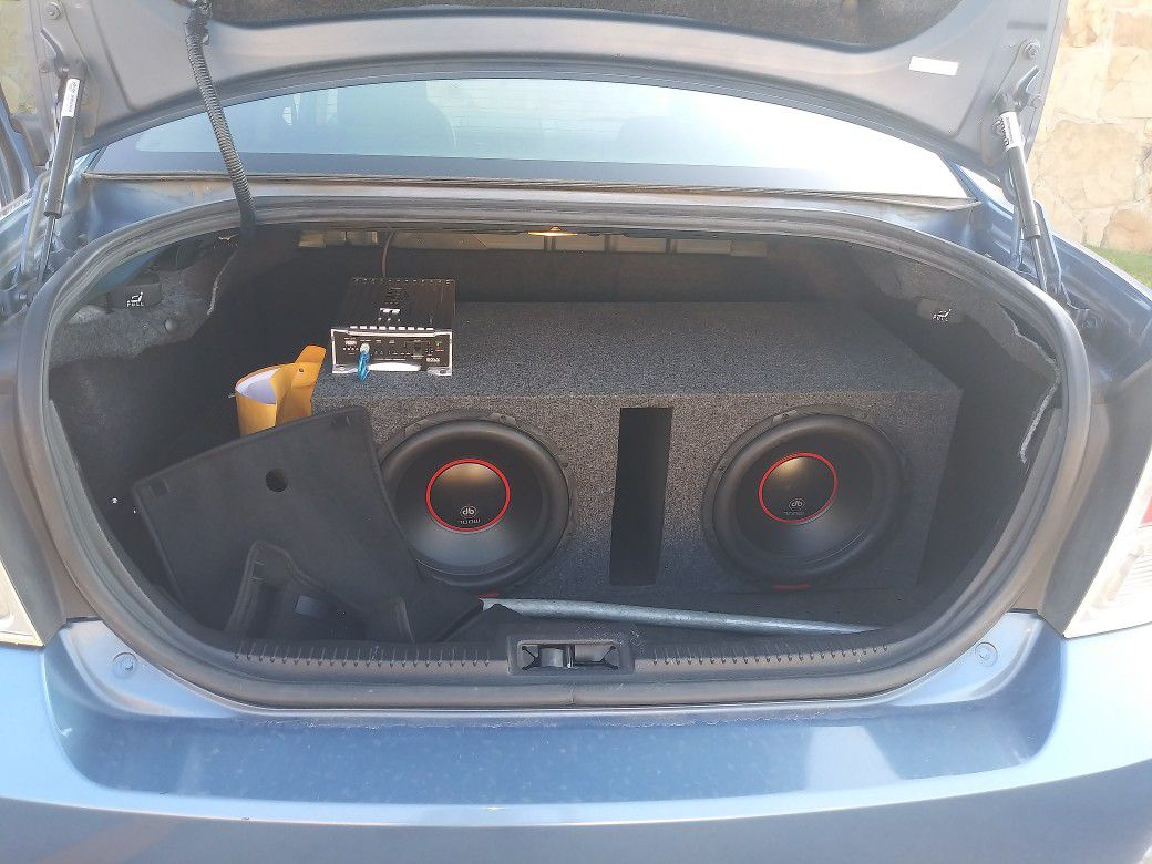 2009 ford fusion with two 12s DB Sub speakers and boss amp