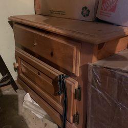 Free Storage Drawers / Dresser / Night Stand Thumbnail