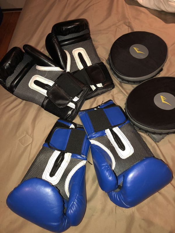 84f99e9cc Everlast PRO STYLE TRAINING BOXING GLOVES 16oz for Sale in ...