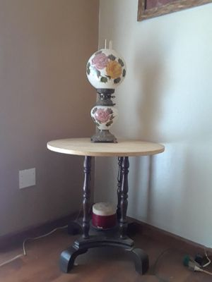 Photo Gone with the wind hurricane lamp and marble antique table