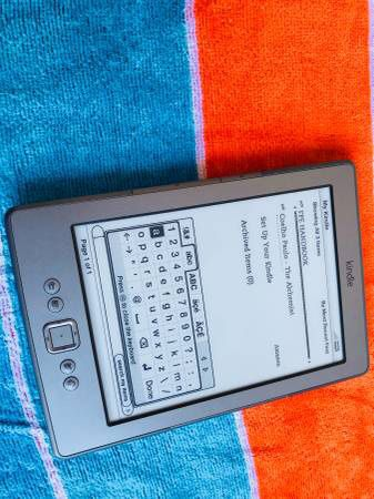 Amazon D01100 Kindle 4th Gen 2GB, eReader ebook Apps Wi-Fi, 6