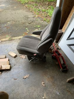 Rear seat to a 2000 Astro van in really good shape Thumbnail