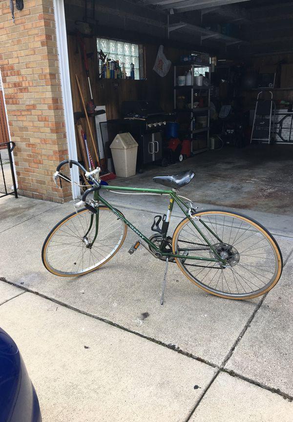 Schwinn Cruiser Bike for Sale in Chicago, IL - OfferUp
