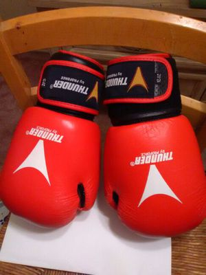 Women's boxing gloves and hand wraps for Sale in Silver Spring, MD