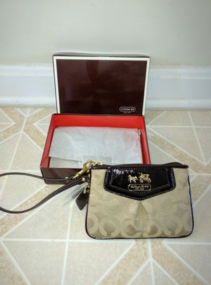 27e99eb5f163 Brand New with Tag in Box Authentic Coach Wristlet for Sale in Aldie