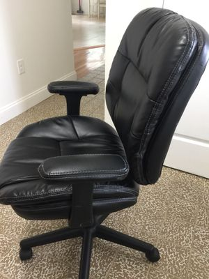 Black leather chair for Sale in Silver Spring, MD