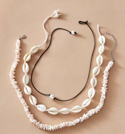 jewelry set : shell necklace, pearl bead, and another shell necklace Thumbnail