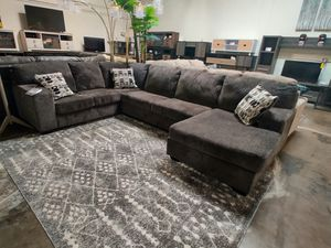Photo Ashley Furniture Sectional Sofa (Ottoman/Coffee Table is not included)