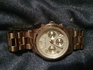 Photo Michael Kors Mid-Size Runway MK5055 Gold Wrist Watch for Women