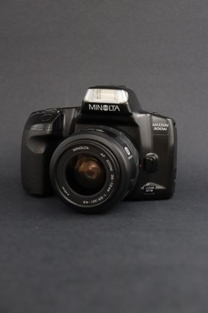 Photo Minolta Maxxum 300si SLR 35mm Film Camera Bundle