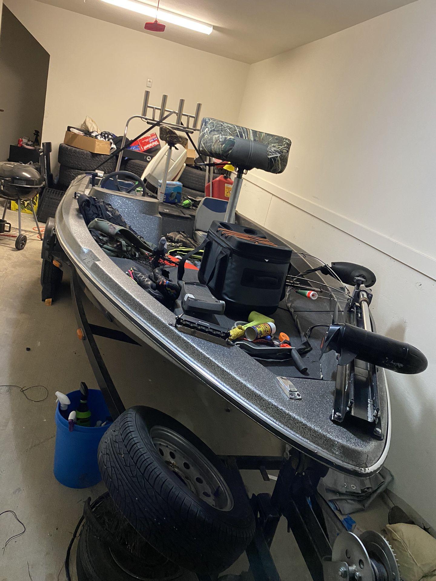 Photo 1993 tidecraft fiberglass bass boat 15 foot long with a 70 HP Johnson motor