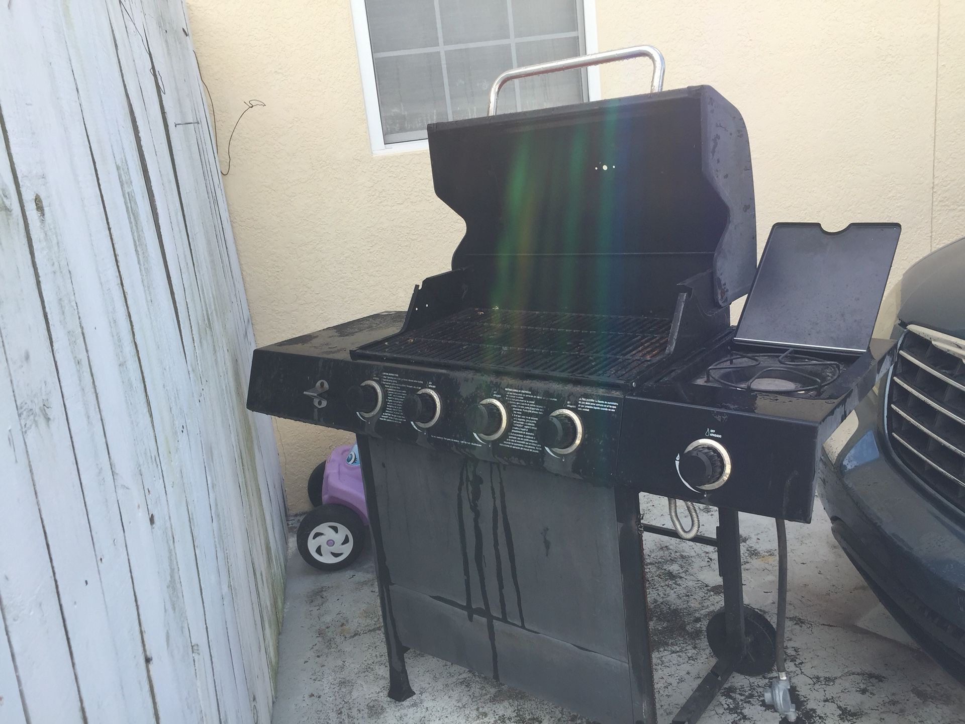 I'm selling this grill is a real good condition for $75 gas grill
