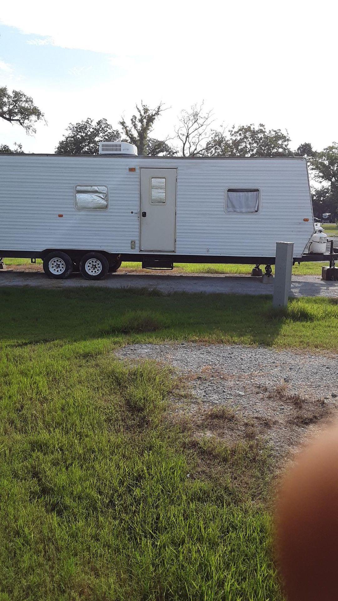 Photo 30 ft bumper pull travel trailer