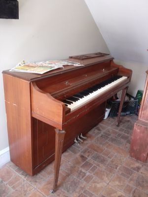Bradbury Piano (Vintage) w/bench for Sale in Baltimore, MD