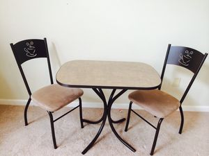 Coffee table with two chairs for Sale in Zion Crossroads, VA