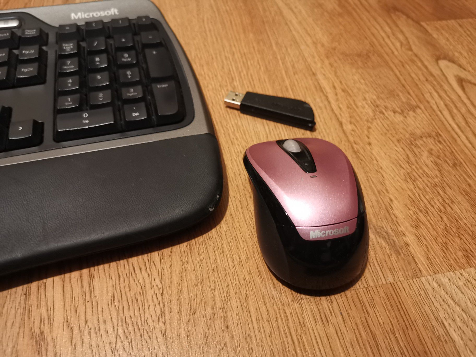 Keyboard Ergonómic and wireless Mouse