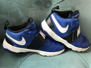 Nike Boys Basketball Shoe Sneaker Nike Team Hustle D 8 Size 2.5 for Sale in Alexandria, VA