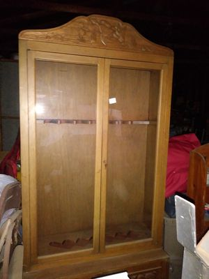 Antique rifle cabinet for Sale in Los Angeles, CA