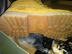 (8.5 mens) BRAND NEW Timberland boots(TAN) only worn 1 time willing to negotiate for Sale in Lynchburg, VA