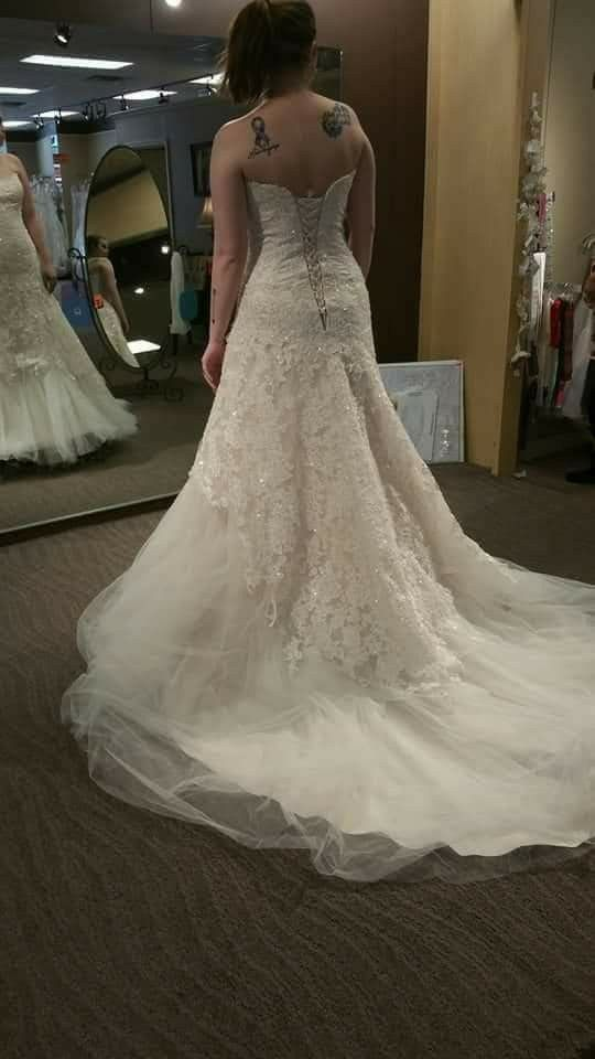 Size 12 wedding dress clothing shoes in lee 39 s summit for Where can i sell my wedding dress locally