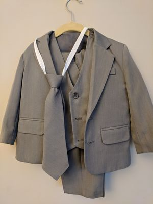 5 Piece Gray Suit, size 3T for Sale in Silver Spring, MD