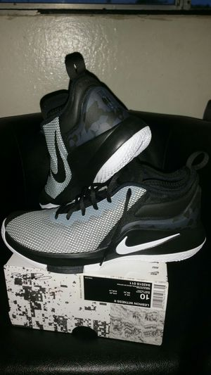 3d64114821c Lebron James mens shoes size 10 new White and Black for Sale in Hayward
