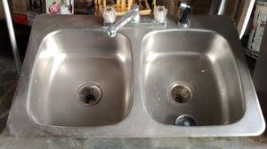 Photo Stainless Steel Kitchen Sink With Faucet